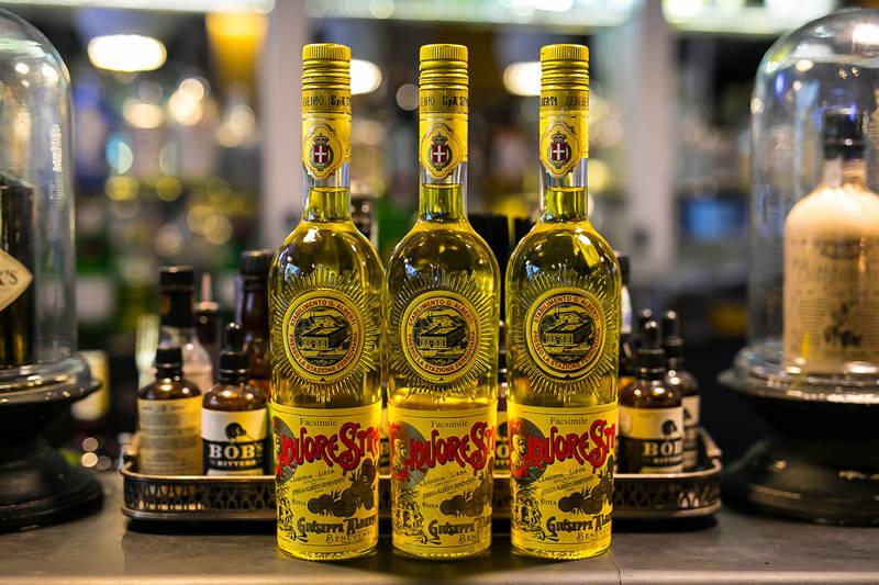 iBESTmag - Bottiglie Liquore Strega foto by Alberto Blasetti